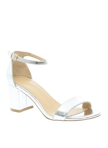 Beymen Studio Kemer Kapatmalı Kalın Topuklu Ayakkabı Gümüş